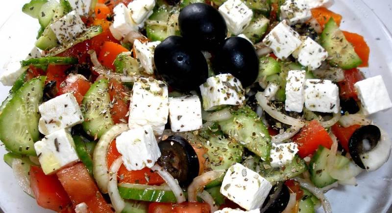 Грецький салат з сиром фета. Рецепт
