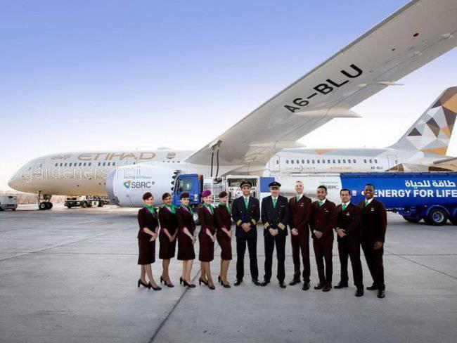 Компанія з ОАЕ провела перший комерційний рейс літака, що працює на біопаливі