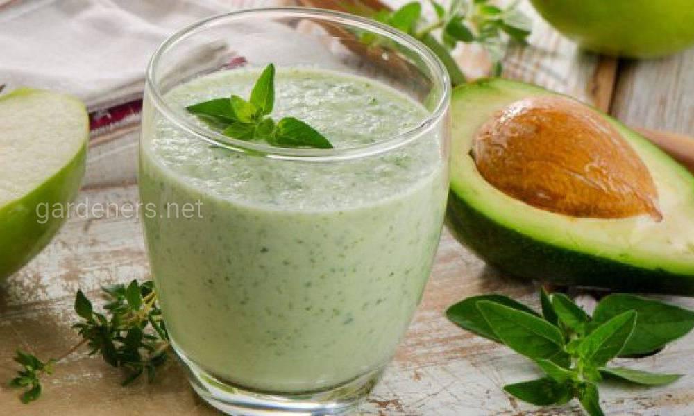 Смачно і корисно: топ-7 освіжаючих кефірних смузі з овочами і фруктами