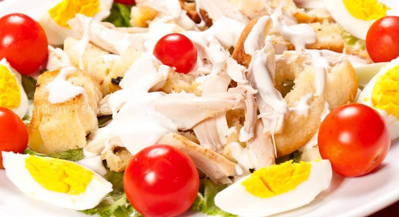 Салат из курицы с овощами и яйцом. Рецепт