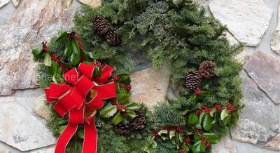 Рождественский венок в качестве декора: история, символика и как использовать