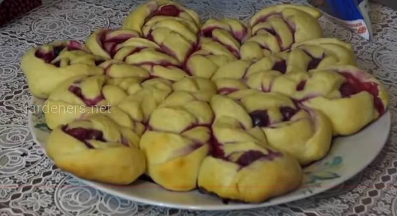 Очень вкусный пирог с ягодами! В виде снежинки