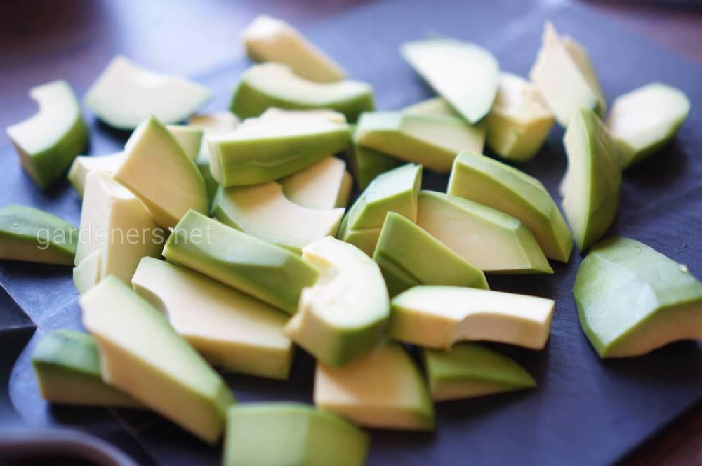 Авокадо в панировочных сухарях