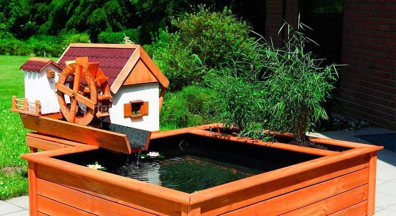 Водяний млин на садовій ділянці