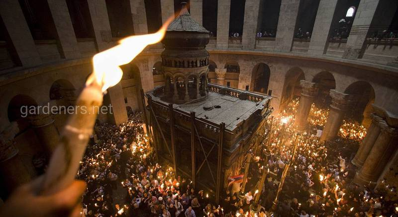 Сошёл Благодатный огонь в храме Гроба Господня