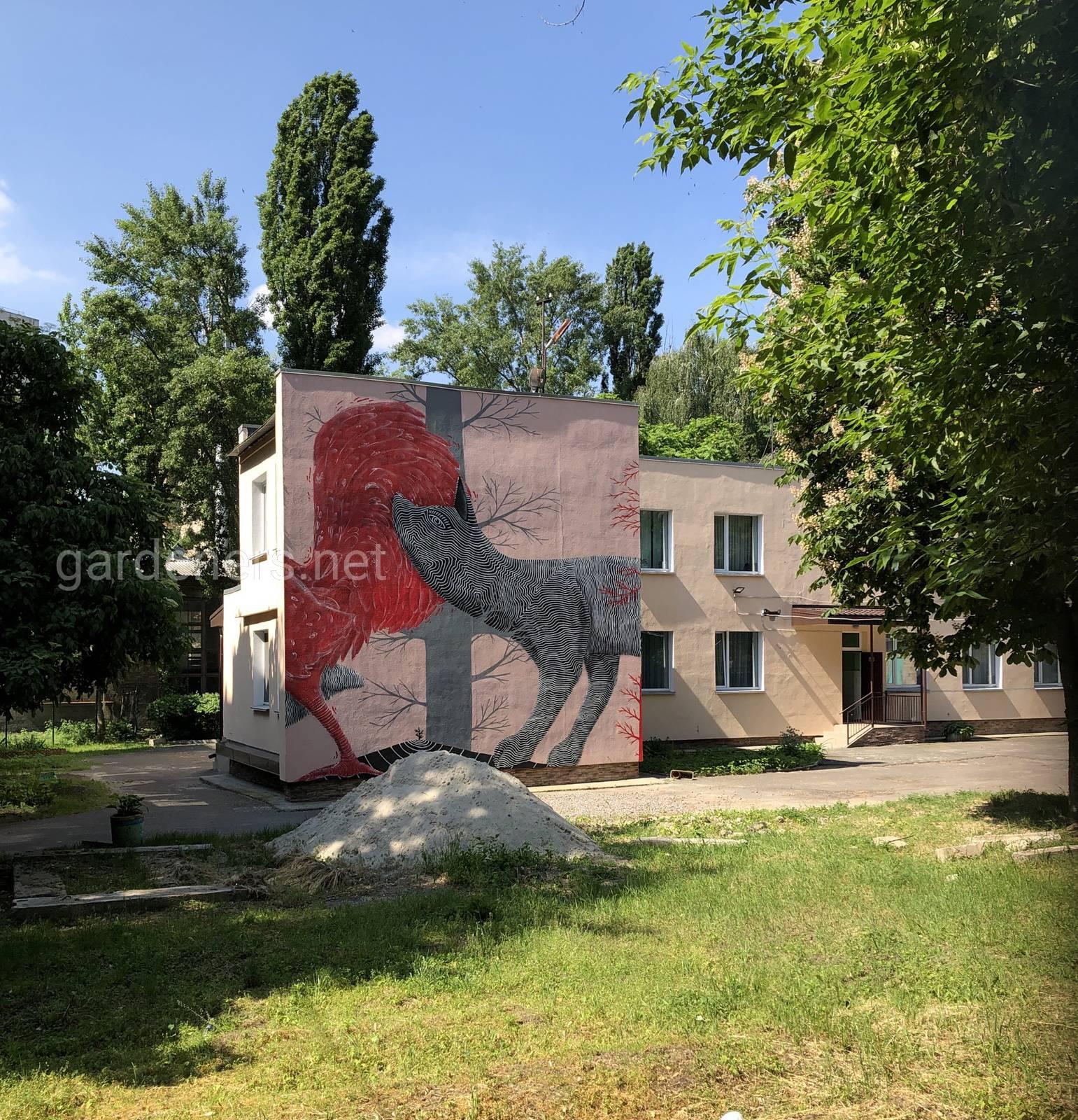 Стена детского сада в Киеве