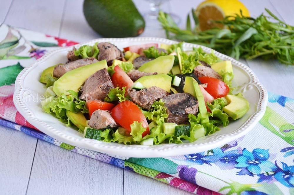 Салат з тунцем та авокадо