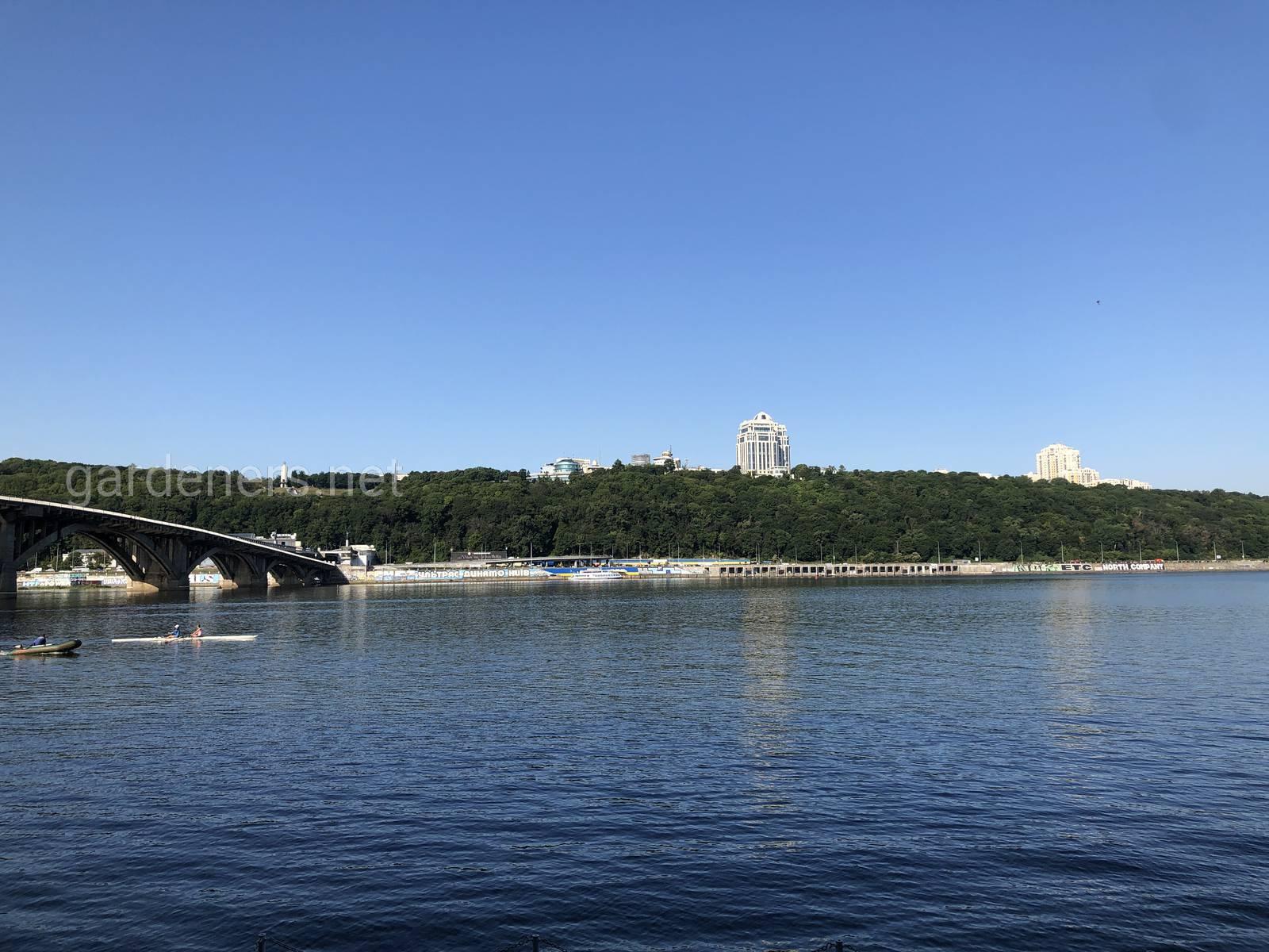 Зелёный берега Киева. Мост метро