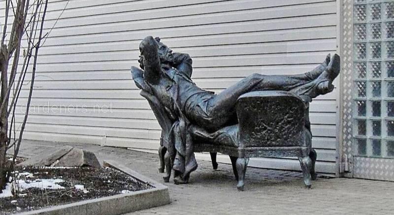 Скульптура «Отдыхающий Пушкин»