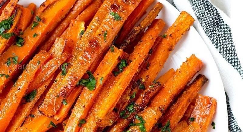 Запеченные палочки из моркови
