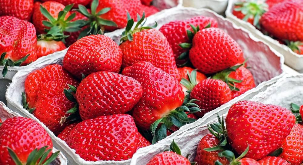 strawberries-1350482_1920.jpg
