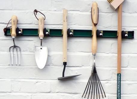 Способ зберігання садового інвентарю