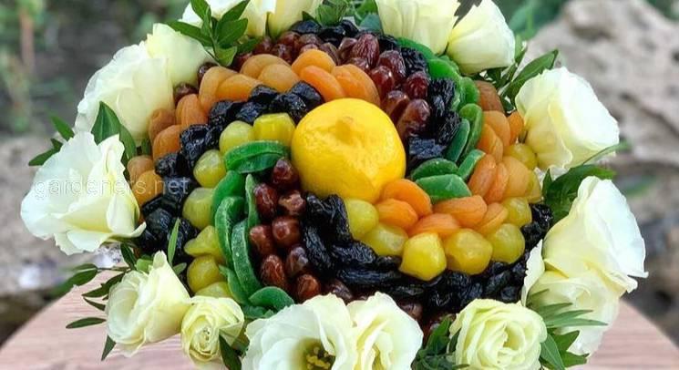 Цветочно фруктовый букет