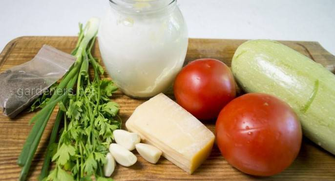 Кабачки в томатном соусе под сыром