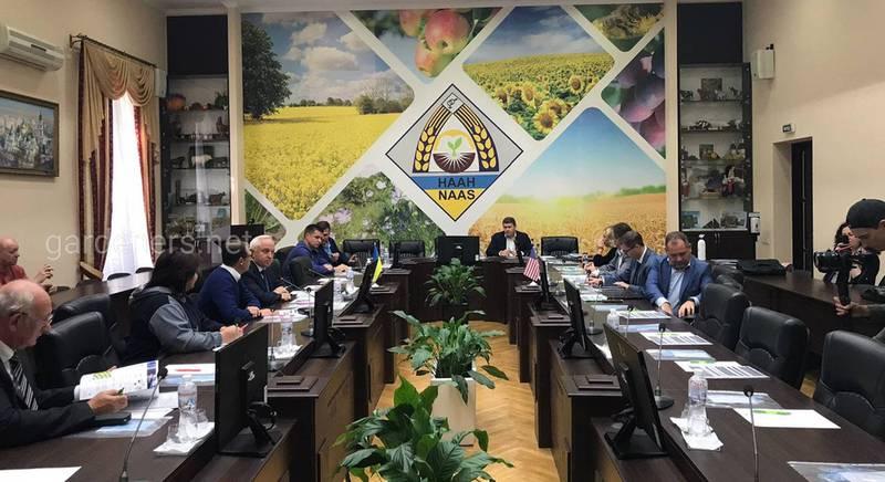 В НААН состоялся круглый стол по вопросам развития углеродного земледелия в Украине