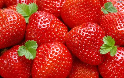 1463828064_wallpaper-castle-papel-strawberry-1.jpg