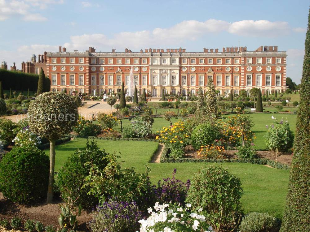 Хэмптон-корт (Hampton Court) в Лондоне