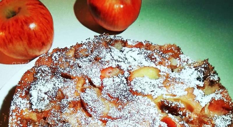 пирог из яблок.jpg