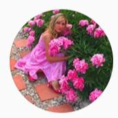 Блондинка в огороде
