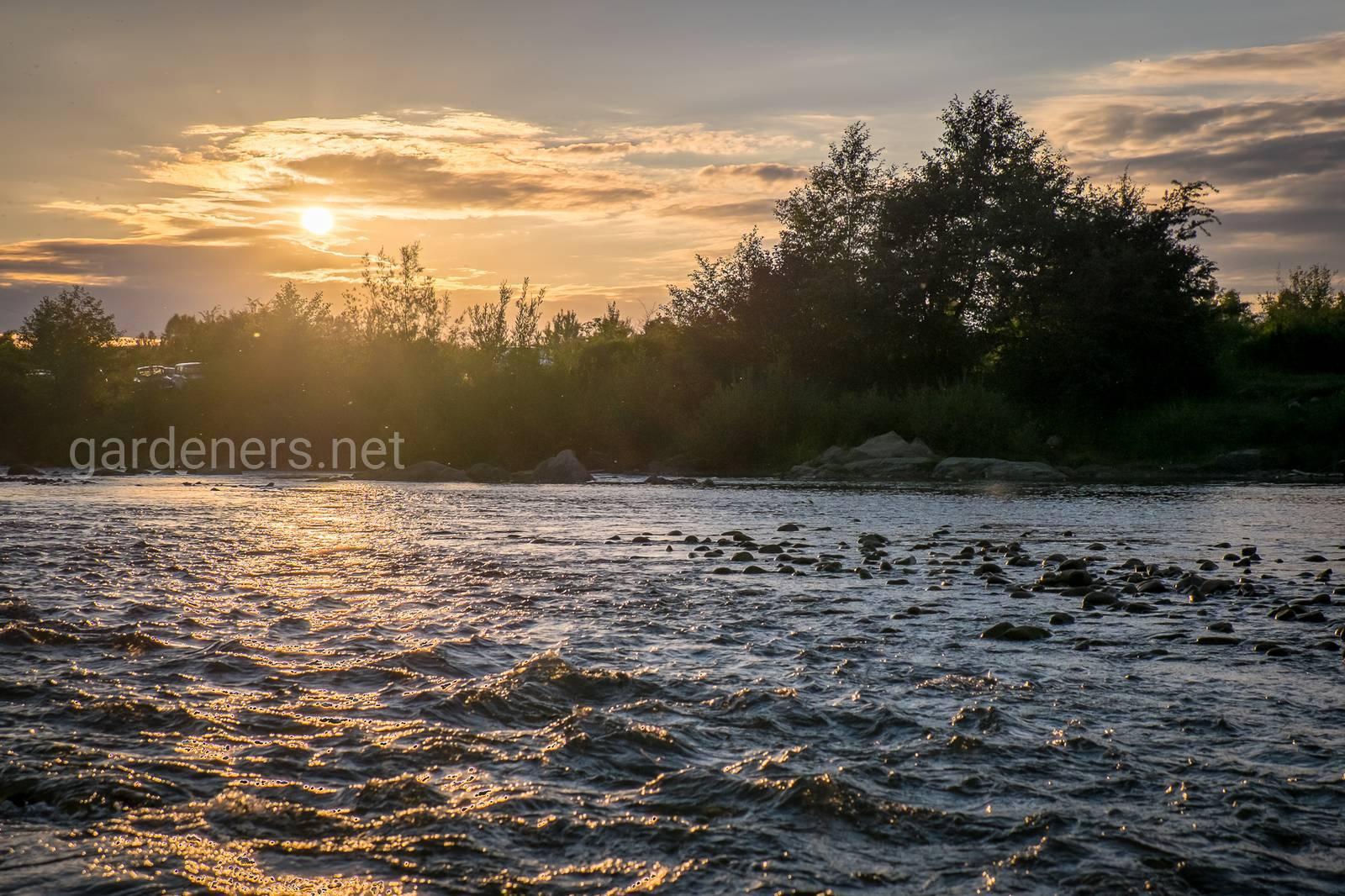 Река на закате