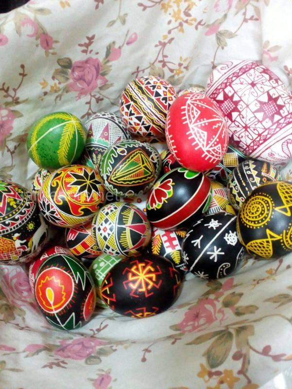 Как украшают яйца на Пасху