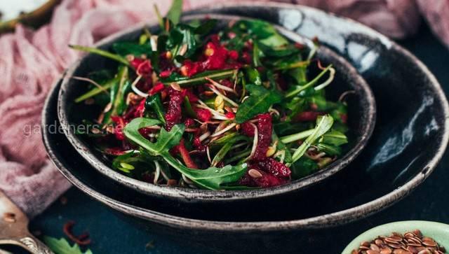 Буряковий салат із зеленню