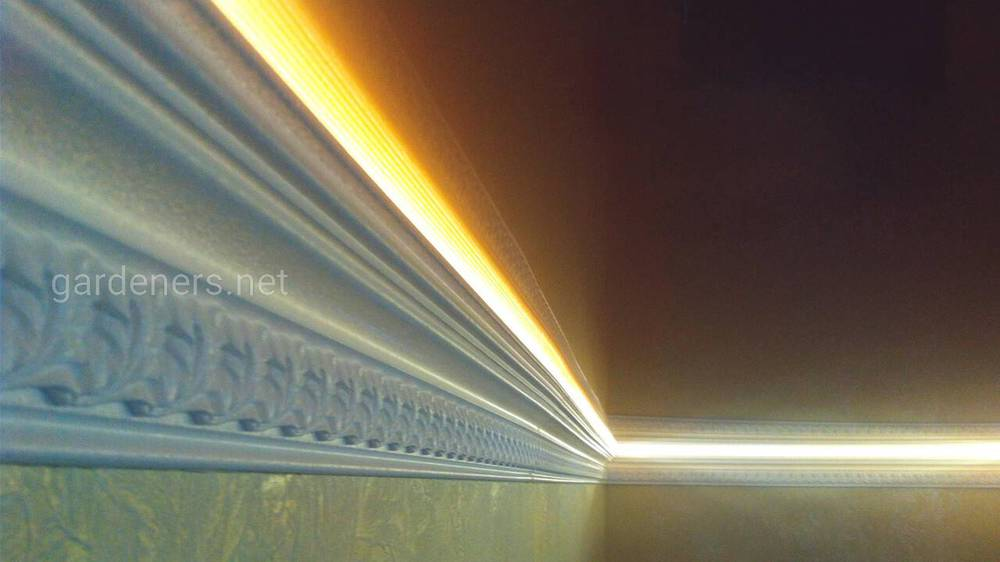 Преимущества светодеодной ленты для потолка и её монтаж