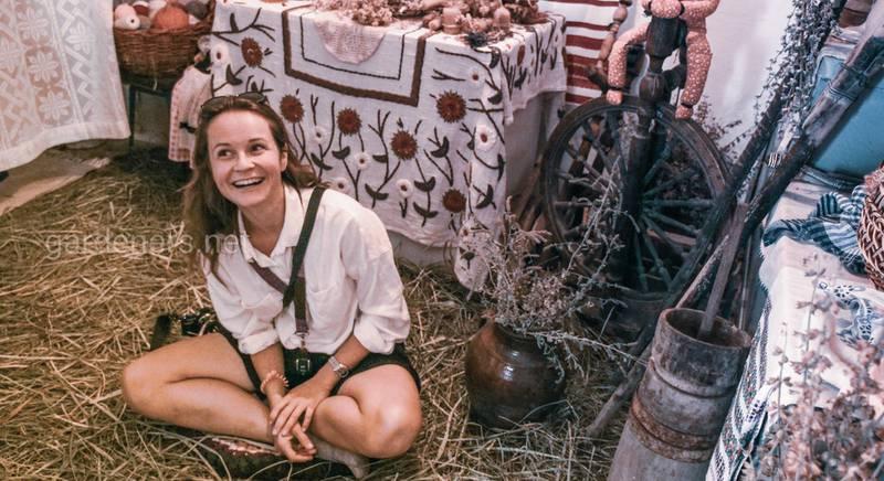 Народні обряди та ритуали в садибі Медові роси: всередині оселі. Магічна лялька та колиска.