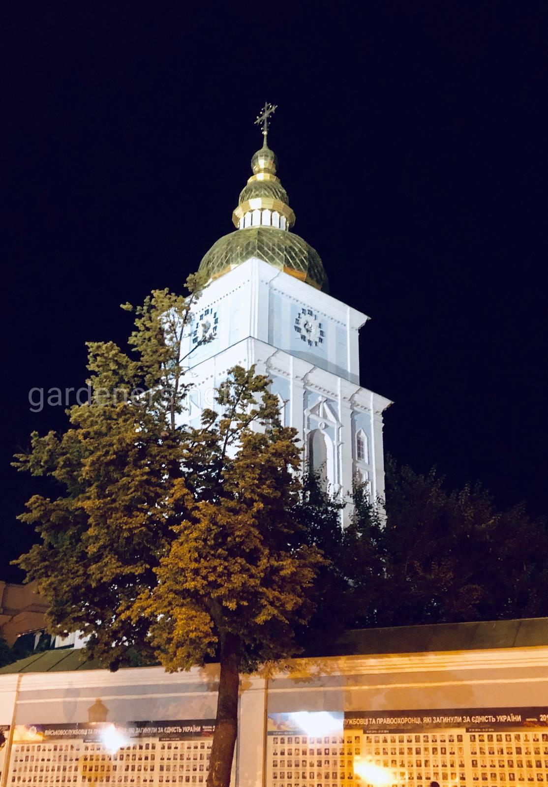 Михайловский Собор в Киеве ночью