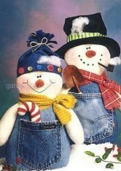 Снеговик в джинсовом комбинезоне