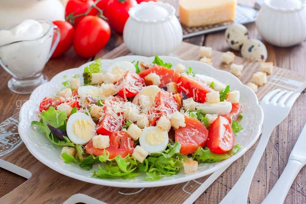 Прості та корисні рецепти салатів з сьомгою