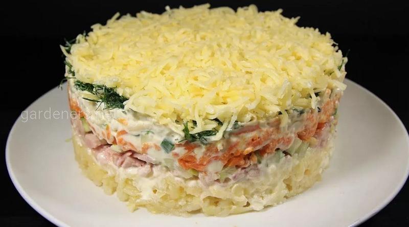 Вкусный и полезный слоеный салат с фасолью и тунцом. Рецепт