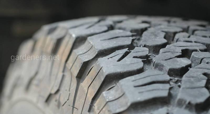 Фундамент із автомобільних покришок: як його звести