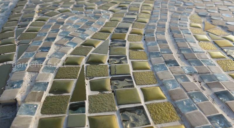 Использование мозаики на даче: правила и идеи