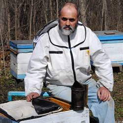 Пчеловод Евгений Горбачев