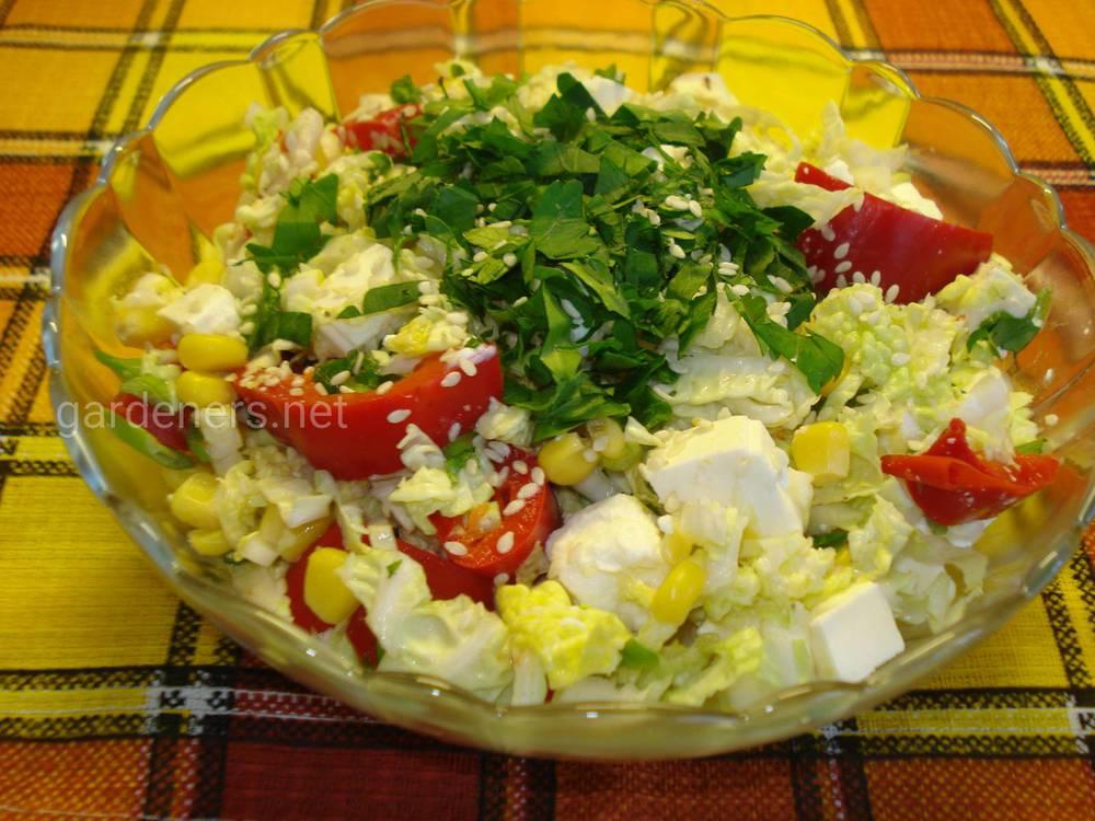 Салат из китайской капусты с сыром фета