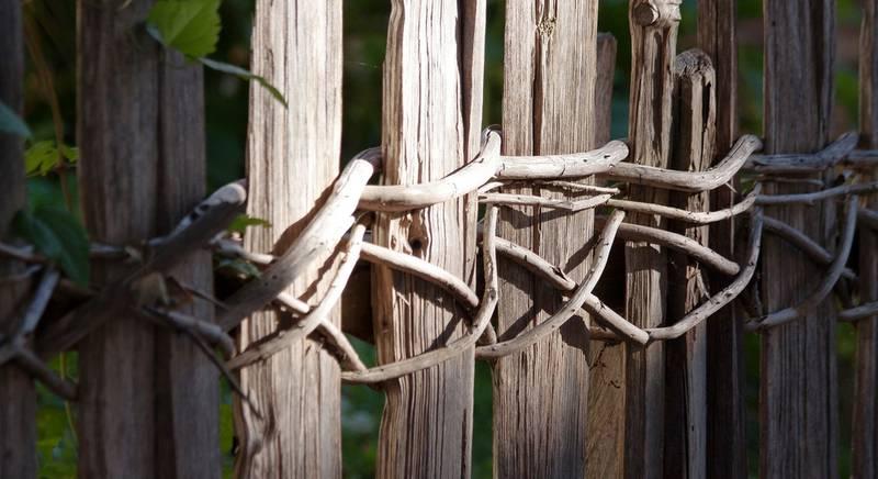 Забор в украинском стиле: дёшево и колоритно. Делаем своими руками!