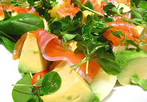 Салат семга в паре с авокадо