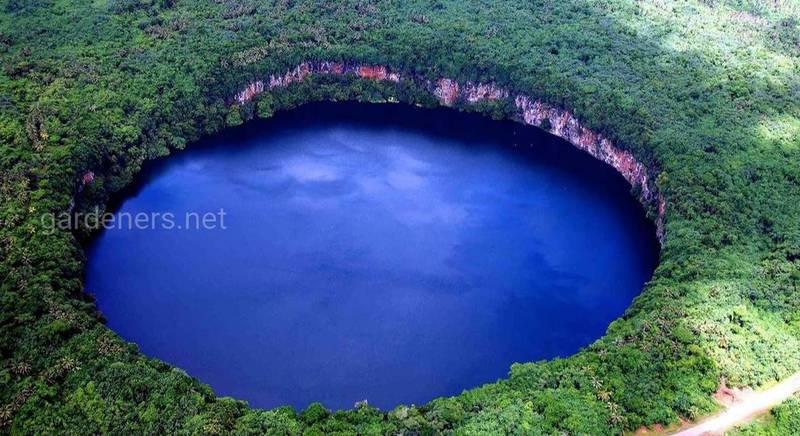 Идеальная окружность озера Лалолало
