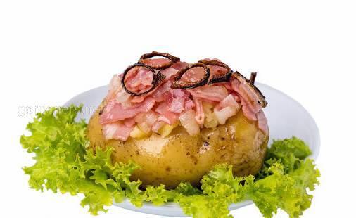 Картофель, запеченный с луком и беконом