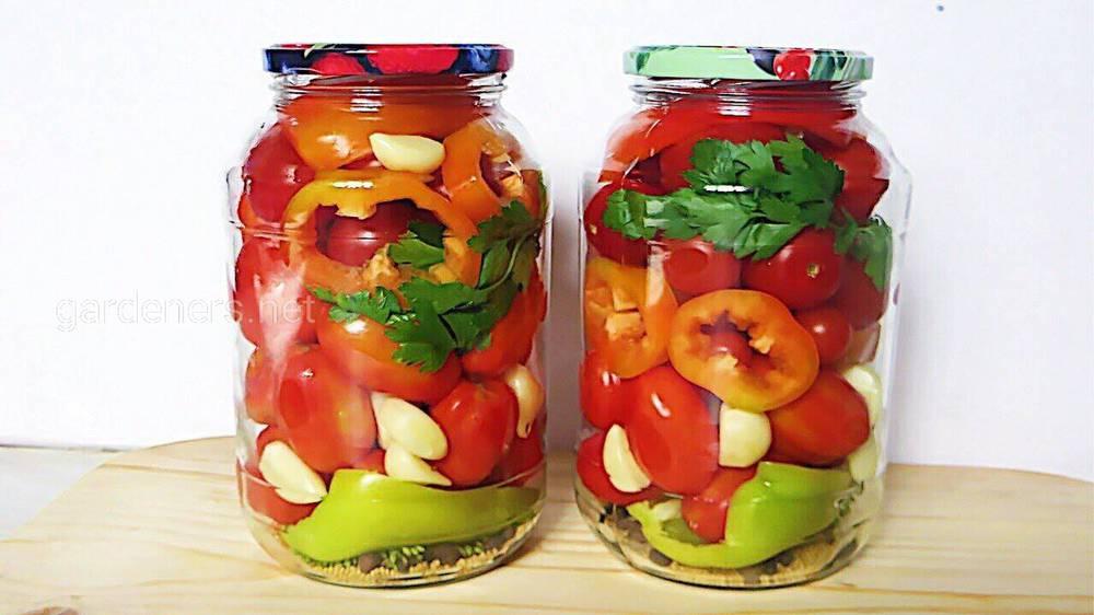 Приготовления маринованных помидоров с болгарским перцем