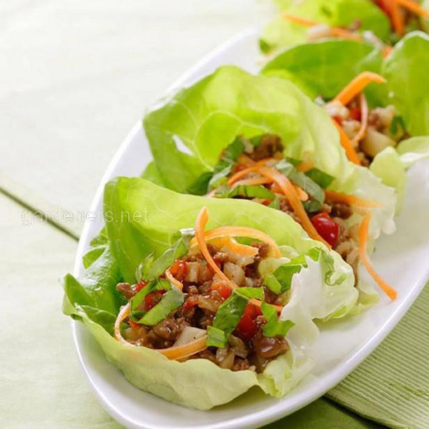 Тако из индейки в листьях салата с лаймовым соусом