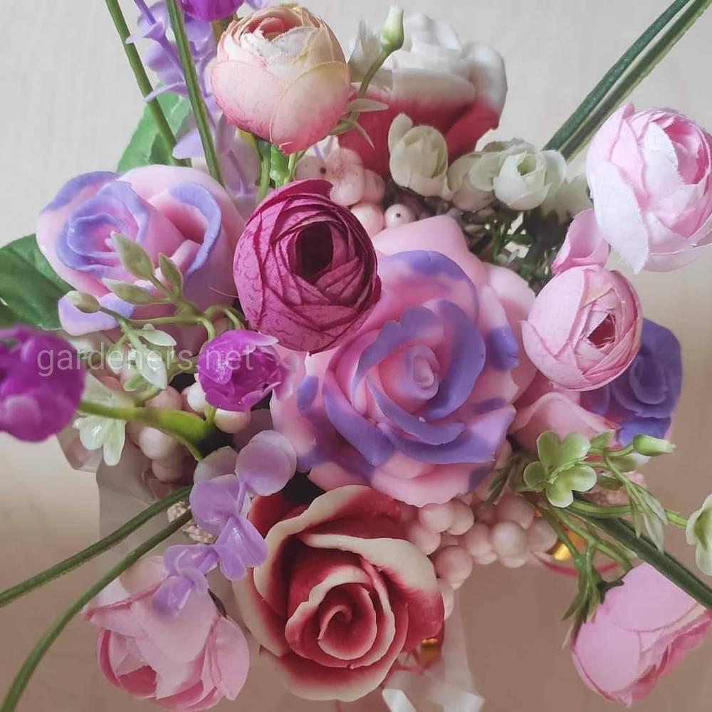 Композиция из мыла в форме цветов