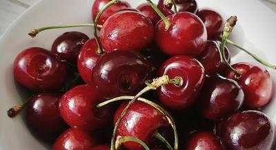 cherries-2385097_1920.jpg