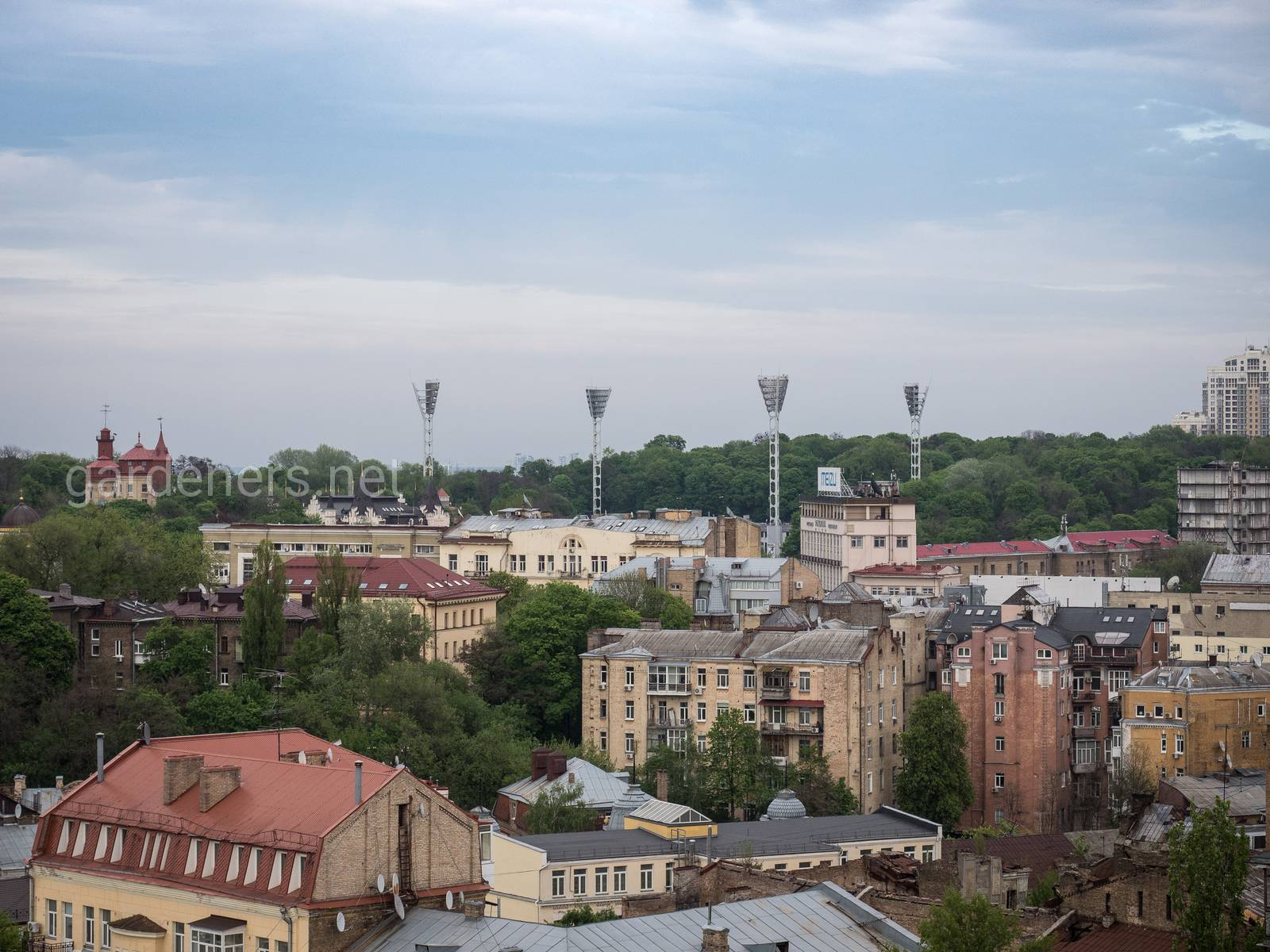 Зеленый Киев. Вид на стадион команды Динамо Киев