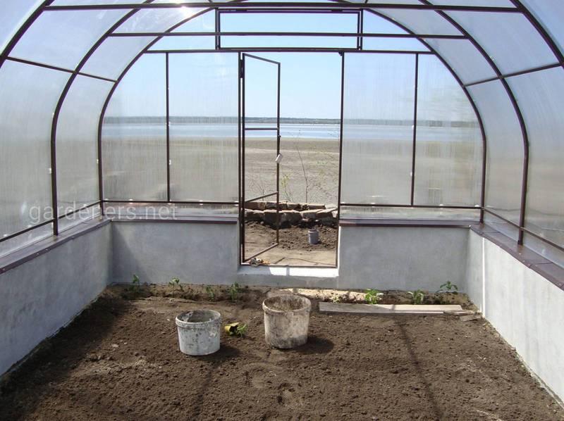 Как подготовить почву в теплице к следующему сезону?