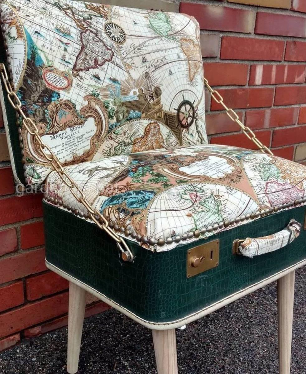 Старый чемодан как кресло