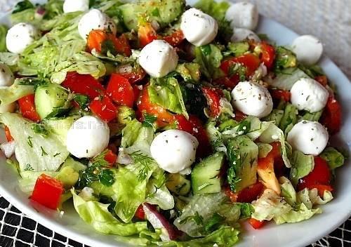 Салат из пекинки и моцареллы
