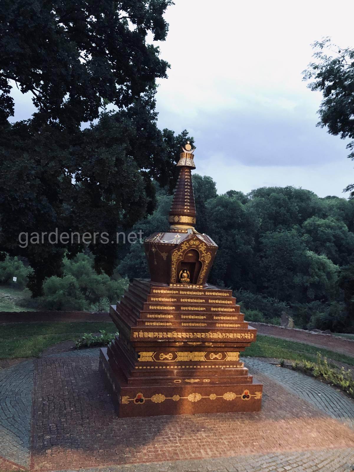Буддийская ступа в Ботаническом саду им Гришка