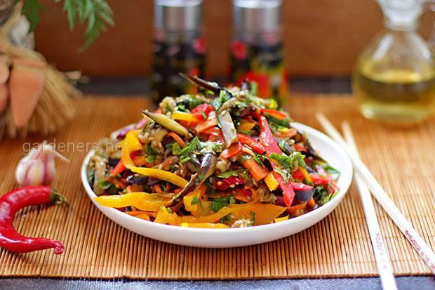 Корейская закуска из баклажанов с овощами